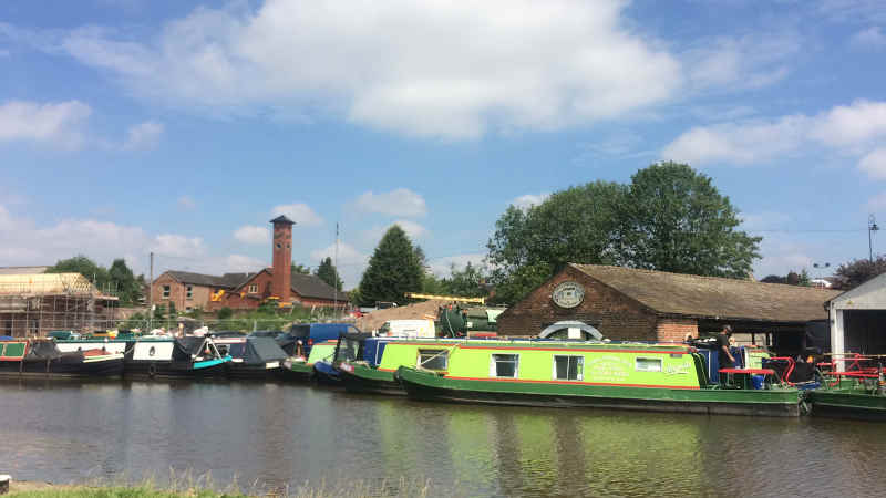 cycling routes along the canal make for easy UK bike rides
